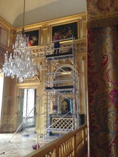 examen des peintures de la Chambre du Roi avec Amaël Rivoal Mourelot, restauratrice de peintures et mandataire du groupement