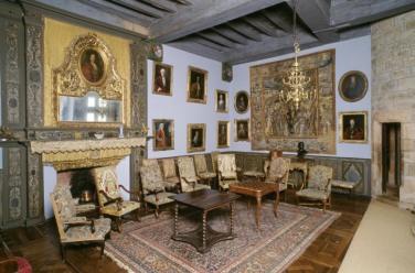 Vue de l'une des salles du château (salle Louis XV)