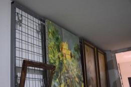 grille à tableaux dans la réserve équipée et sécurisée